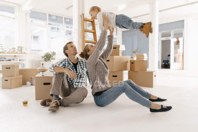 Happy family moving into new home — Stock Photo