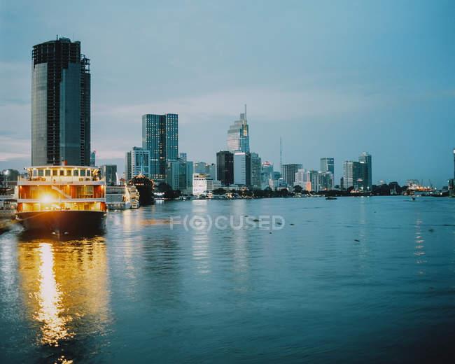 В'єтнам, Хошимін, міські горизонти в Blue Hour — стокове фото