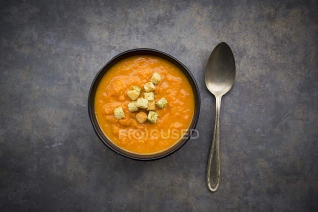Bacia de sopa da cenoura da batata doce — Fotografia de Stock