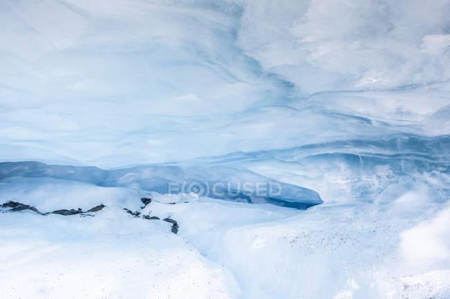 USA, Alaska, Ghiacciaio Valdez, Grotta di ghiaccio, fessura di ghiaccio — Foto stock