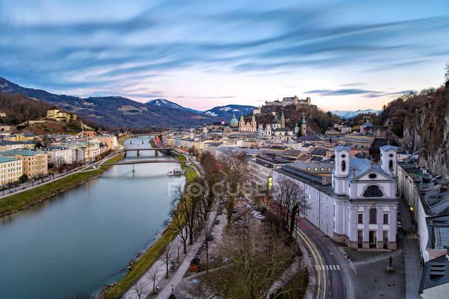 Austria, Salzburg State, Salzburg, Old town, river Salzach and Hohensalzburg Castle — стокове фото