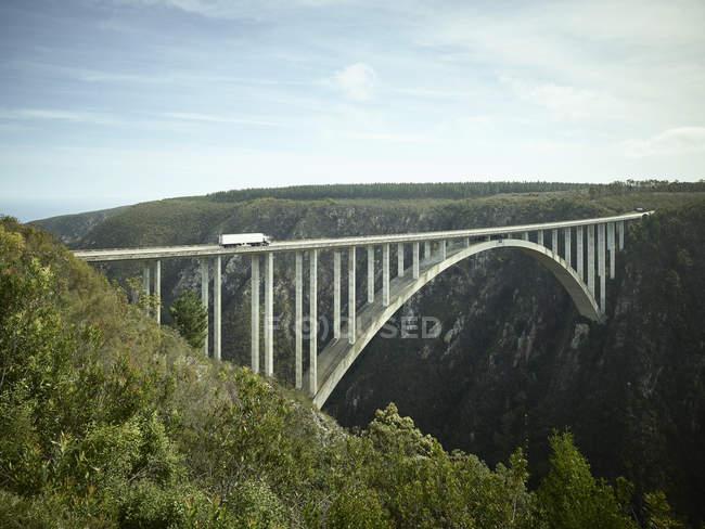 Sudáfrica, Parque Nacional Tsitsikamma, Ruta del Jardín, Puente de Bloukrans - foto de stock
