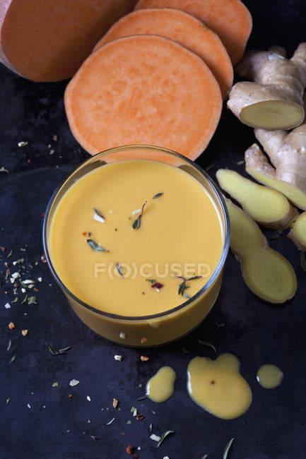 Vidro da sopa da batata doce com gengibre — Fotografia de Stock