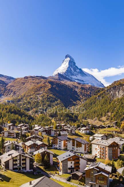 Switzerland, Valais, Zermatt, Matterhorn, townscape, chalets, holiday homes — Stock Photo