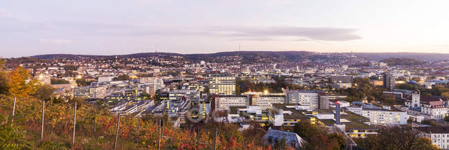 Germany, Baden-Wuerttemberg, Stuttgart, cityview in the evening, panoramic view - foto de stock