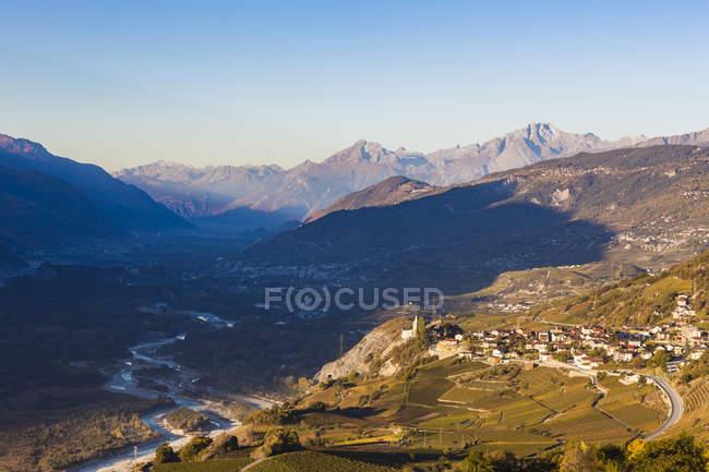 Switzerland, Valais, Rhone, Varonne, townscape and vineyards — Fotografia de Stock