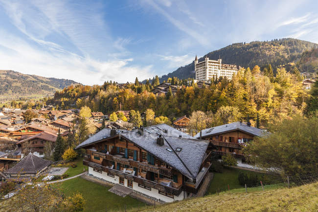 Switzerland, Canton of Bern, Gstaad, townscape with Gstaad Palace Hotel — Fotografia de Stock