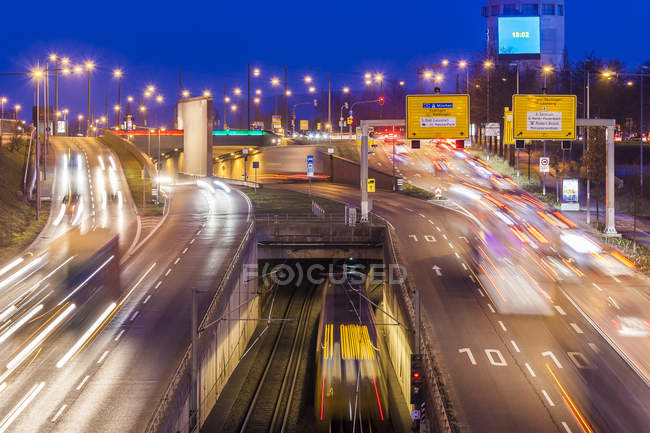 Germany, Baden-Wuerttemberg, Stuttgart, traffic in the evening - foto de stock