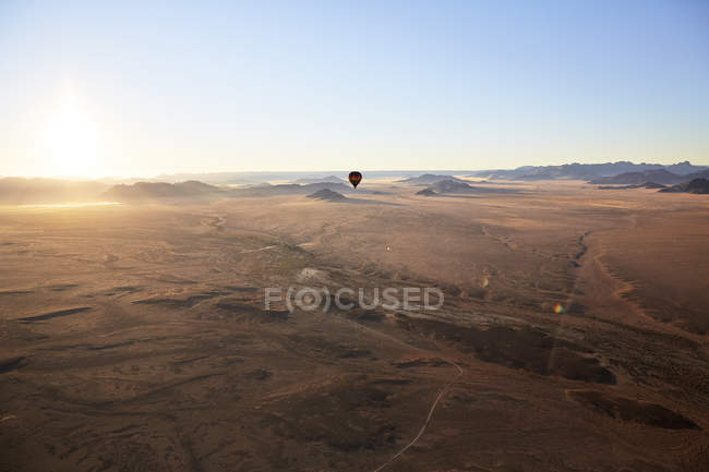 Africa, Namibia, Namib-Naukluft National Park, Sossusvlei, Kulala Wilderness Reserve, air balloon — стоковое фото