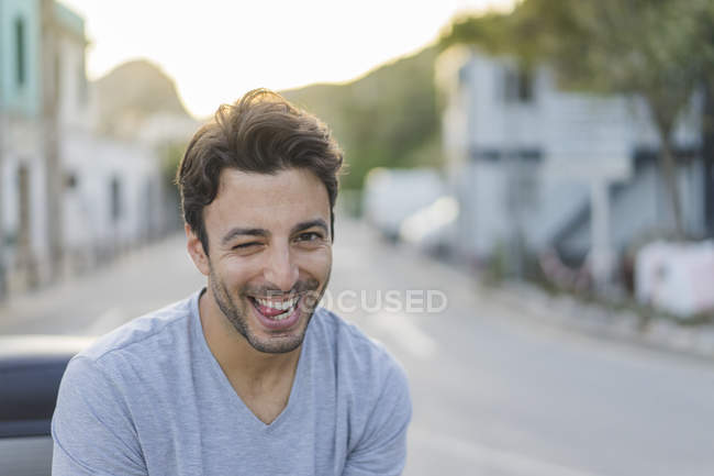 Portrait of laughing young man pulling funny faces — Foto stock