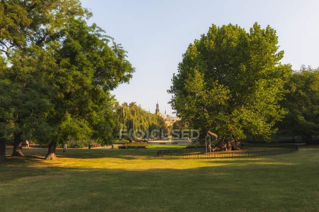 Czech Republic, Prague, city park at daytime — Photo de stock