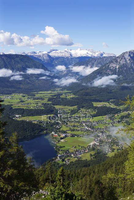 Austria, Styria, Salzkammergut, Ausseerland, Altaussee, Lake Altausseer See and Dachstein — Stockfoto