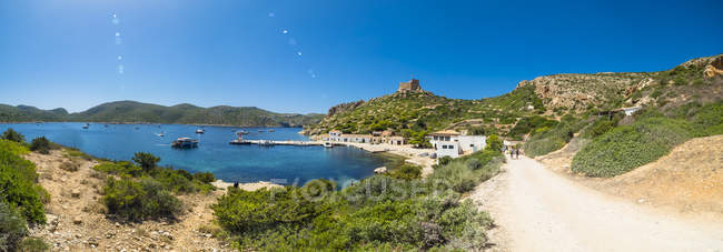 Spain, Balearic Islands, Mallorca, Colonia de Sant Jordi, Cabrera Archipelago Maritime-Terrestrial National Park, Harbour and castle — Stock Photo