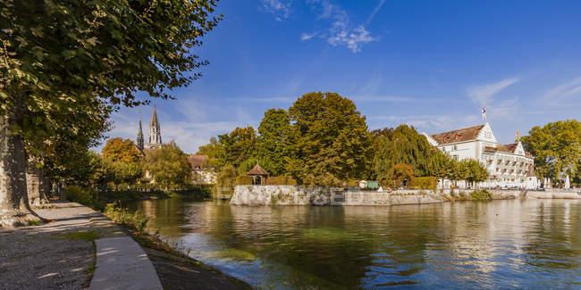 Germany, Baden-Wuerttemberg, Constance, Old town, urban park, lakeside promenade, Minster, Steigenberger Inselhotel, former Dominikanerkloster — Stock Photo
