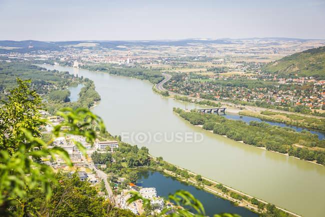 Austria, Upper Austria, Langenzersdorf and Danube river, view from Leopoldsberg — Fotografia de Stock
