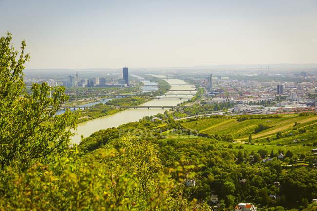 Austria, Vienna with Danube river, view from Leopoldsberg — Fotografia de Stock