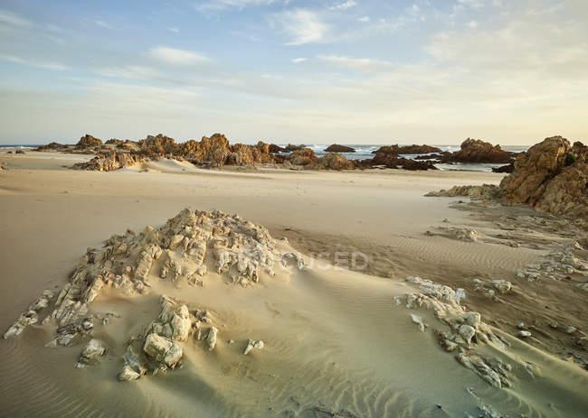 África do Sul, Western Cape, Knysna, Buffalo Bay, praia rochosa — Fotografia de Stock