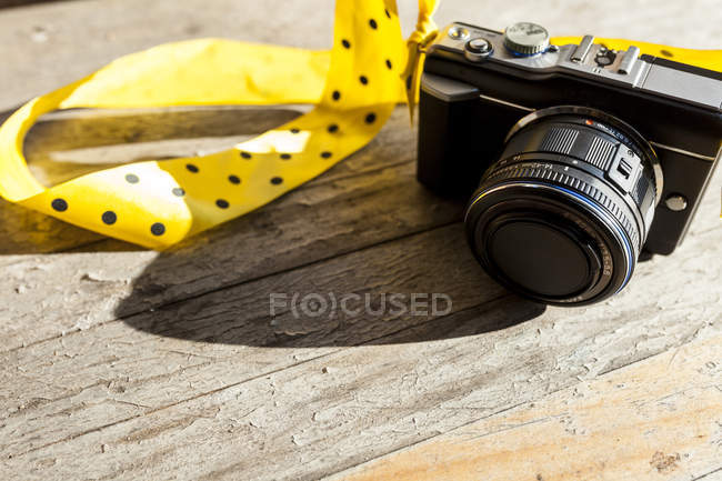 Yellow ribbon at camera — Stock Photo