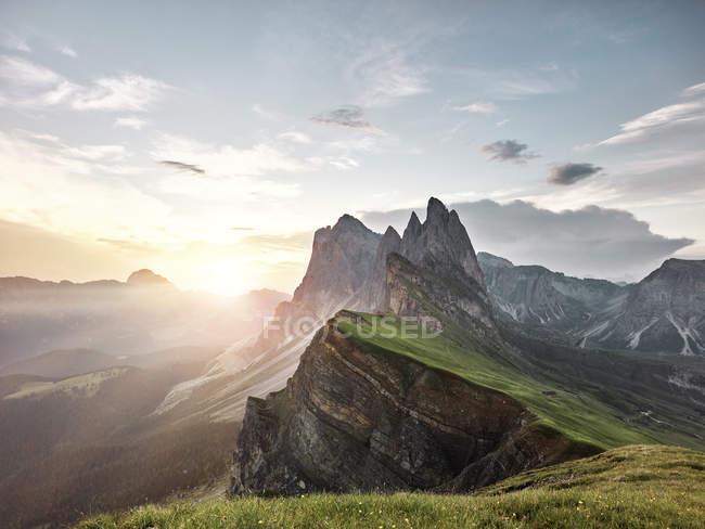 Италия, Южный Тироль, Дамбы, Санкт-Петербург, Сечеда на восходе солнца — стоковое фото
