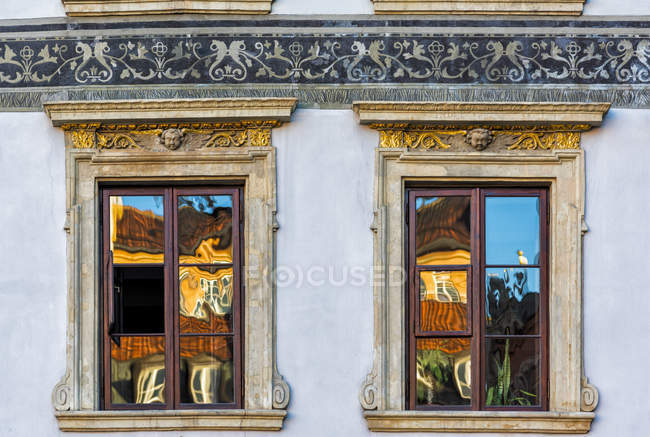 Poland, Warsaw, reflections on windows of an old house — Stock Photo