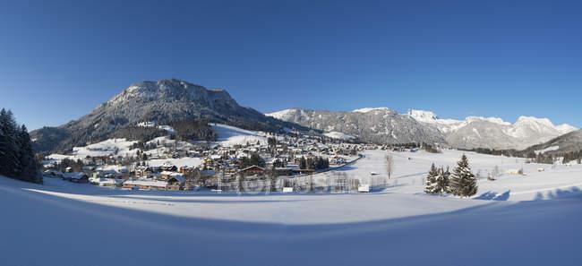 Österreich, Steiermark, Salzkammergut, Steirisches Salzkammergut, Hinterbergtal, Tauplitz, Blick auf das Skigebiet Tauplitzalm — Stockfoto