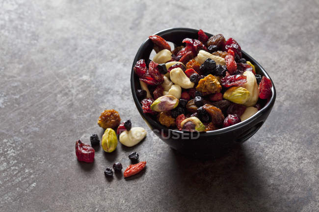 Bowl of dried fruits, pistachios, cashew nuts and almonds — Stock Photo
