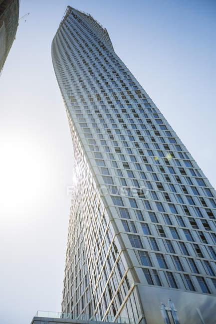 Emirati Arabi Uniti, Dubai, grattacieli, Cayan Tower di giorno — Foto stock