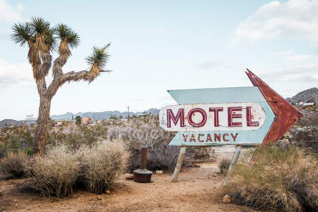 USA, California, Joshua Tree, old motel sign — Stock Photo