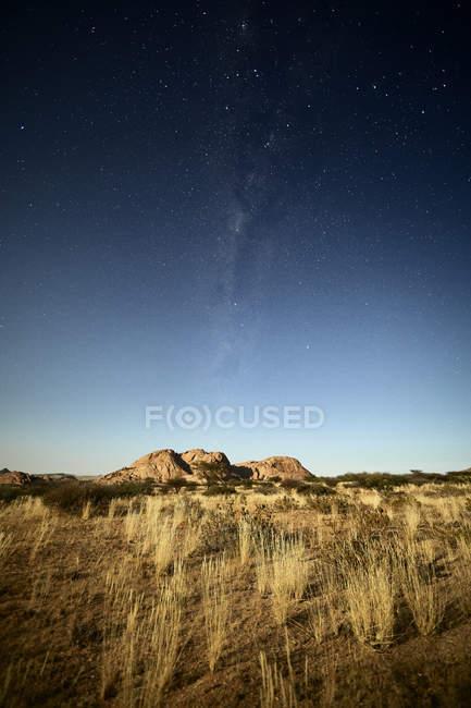 África, Namíbia, Spitzkoppe e céu estrelado — Fotografia de Stock
