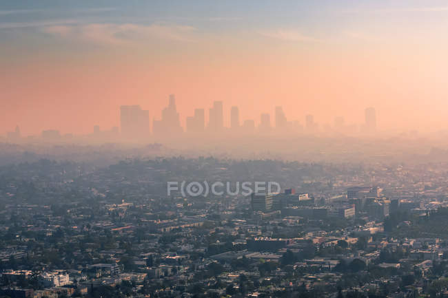 USA, California, Los Angeles, smog over Los Angeles - foto de stock