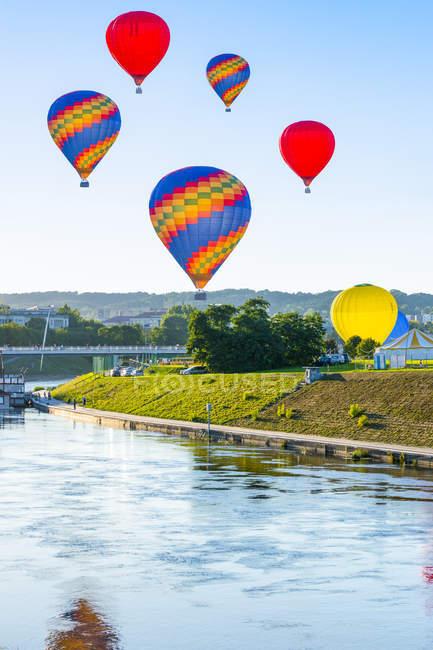 Lithuania, Vilnius, hot air ballooning — Stock Photo