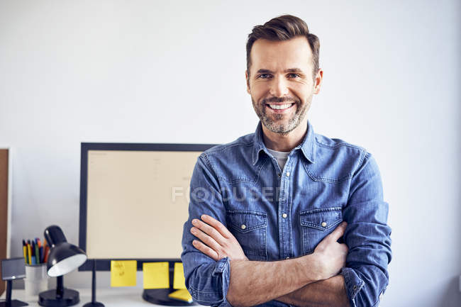 Portrait of smiling man in office — Stock Photo