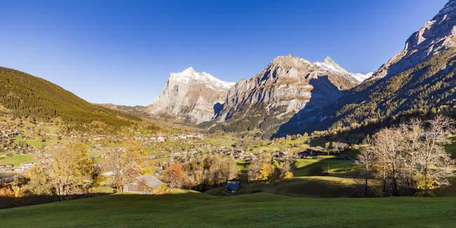 Switzerland, Bern, Bernese Oberland, holiday resort Grindelwald, Wetterhorn, Schreckhorn — стокове фото
