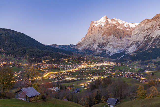Switzerland, Bern, Bernese Oberland, holiday resort Grindelwald, Wetterhorn in the evening — Fotografia de Stock