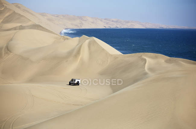 Africa, Namibia, Namib-Naukluft National Park, Namib desert, Atlantic and desert dunes, off-road vehicle — стокове фото