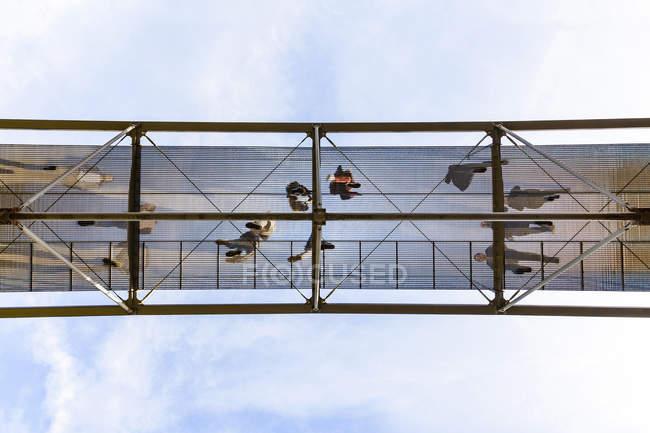 Germania, Stoccarda, ponte pedonale galleggiante — Foto stock