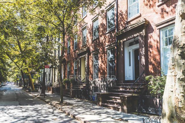 США, Нью-Йорк, ряд будинків в Брукліні — стокове фото
