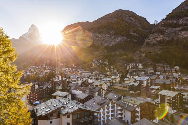 Швейцария, Вале, Мбаппе, Маттерхорн, игрушки, шале, дома отдыха на закате — стоковое фото