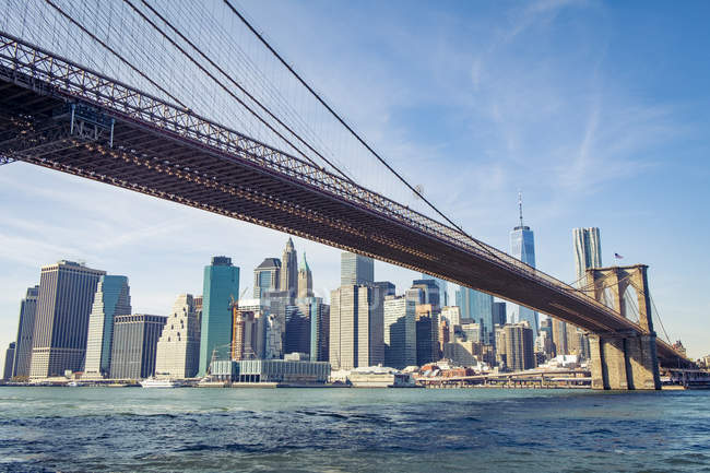 États-Unis, New York, skyline et Brooklyn Bridge vus de Brooklyn — Photo de stock