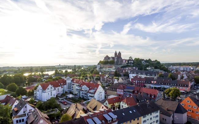 Deutschland, baden-wuerttemberg, breisach, altstadt, blick auf breisach münster — Stockfoto