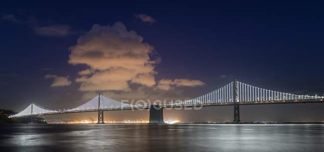 USA, California, San Francisco, Oakland Bay Bridge di notte — Foto stock