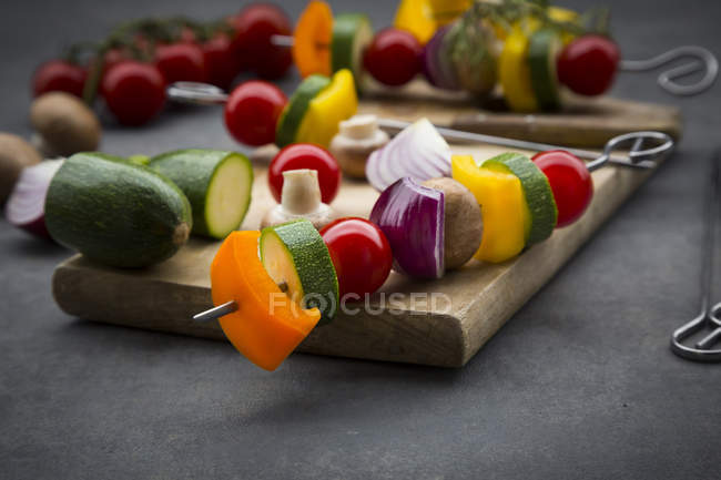 Raw vegetarian grill skewers — Stock Photo