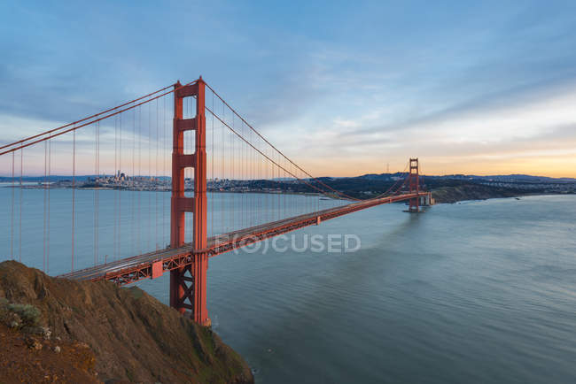 USA, California, San Francisco, Golden Gate Bridge at sunset - foto de stock