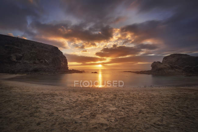Spain, Canary Islands, Lanzarote, Sunset at Papagayo beach — Photo de stock