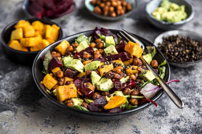 Superfood salad, avocado, beetroot, roasted chickpea, sweet potatoe, beluga lentil and blood orange — Stock Photo