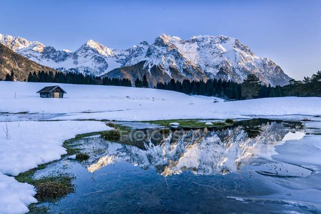 Allemagne, Bavière, Haute-Bavière, Garmisch-Partenkirchen, Werdenfelser Land, Schmalensee — Photo de stock