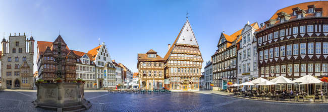 Germany, Hildesheim, Market place with Roland fountain and Butchers' Guild Hall — Stock Photo