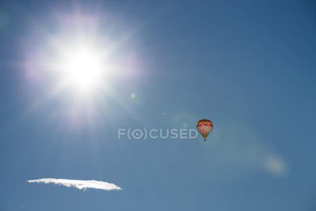 Autriche, Salzkammergut, montgolfière au soleil — Photo de stock