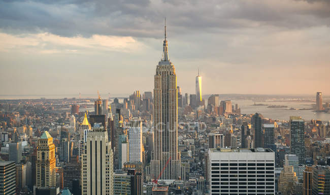 USA, New York, Manhattan, Empire State Building and One World Trade Center in background — Stock Photo