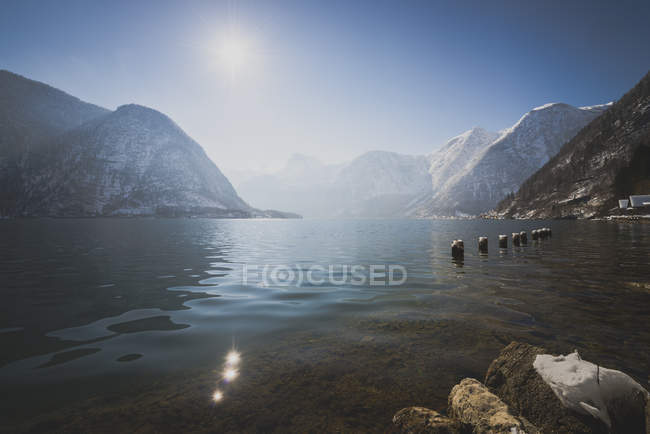 Austria, Salzkammergut, Lake Hallstatt with Dachstein and Sarstein - foto de stock